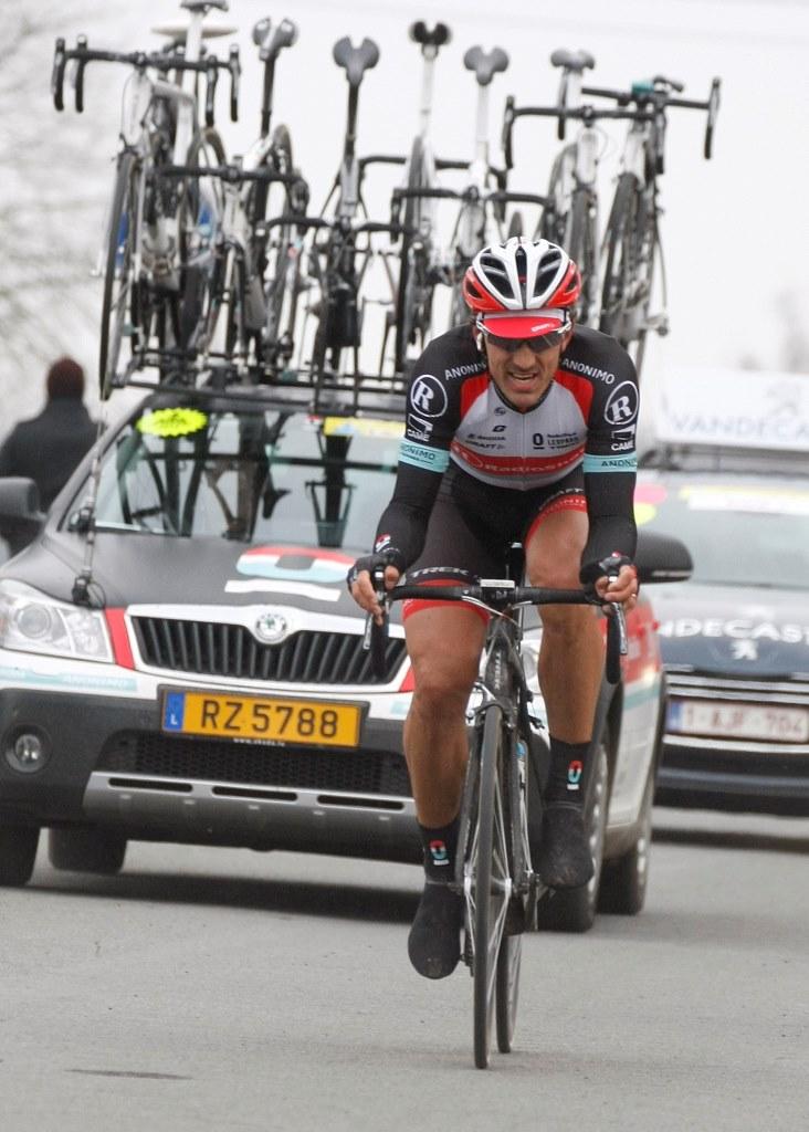 Cancellara v závěru klasiky E3, kterou vyhrál podobně jako Flandry a Roubaix.
