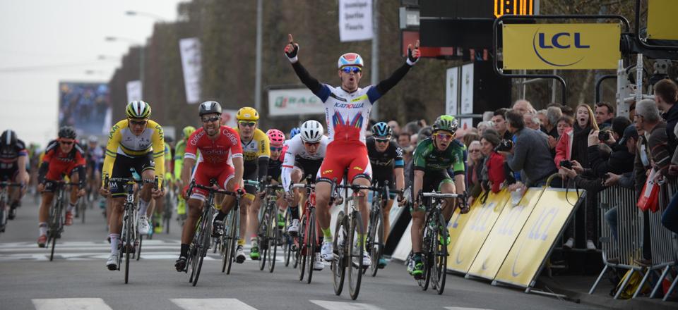 Kristoff vítězí v 1. etapě.