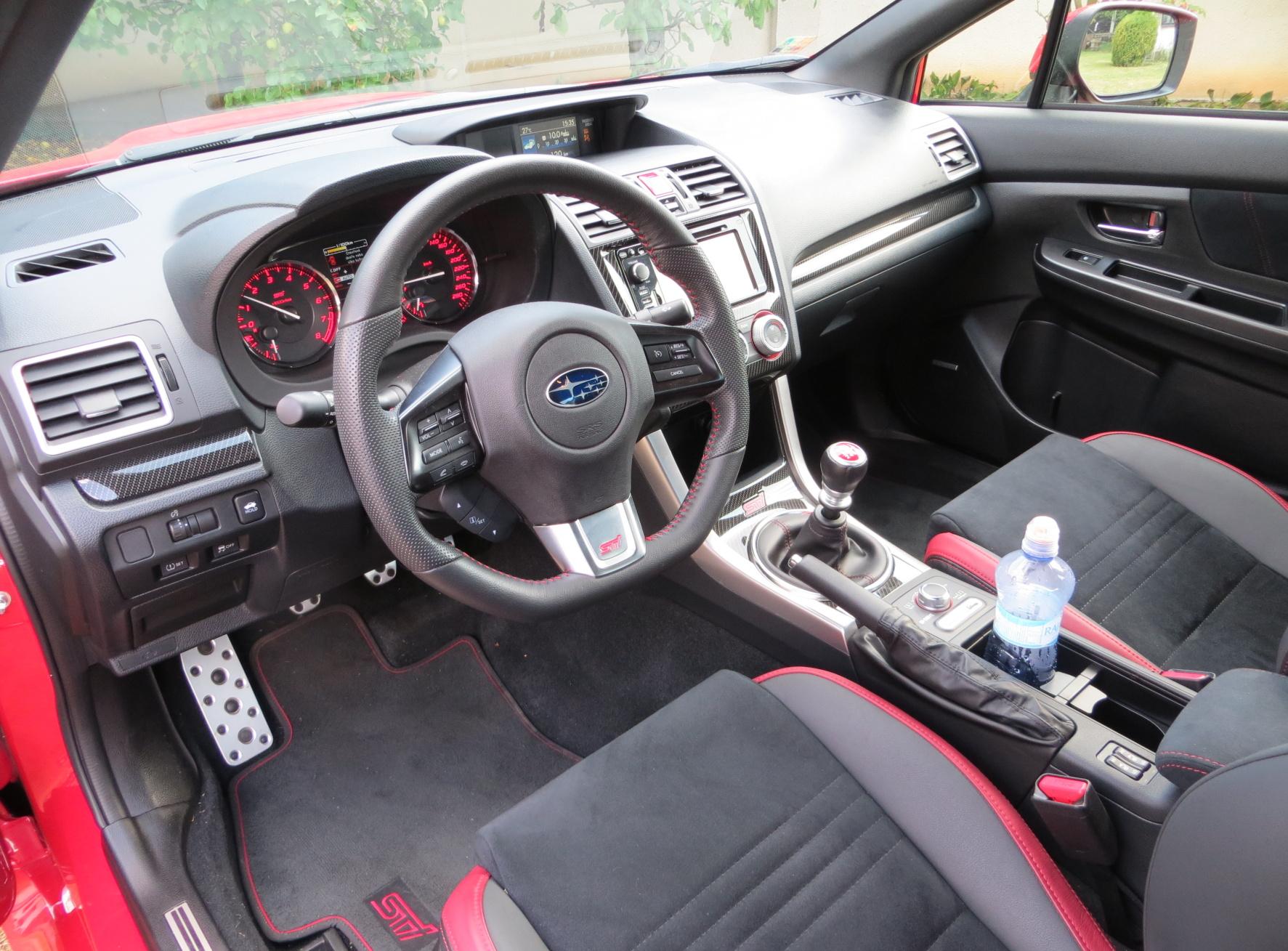 Interiér Subaru WRX odpovídá svou kvalitou hodnotě celého modelu.