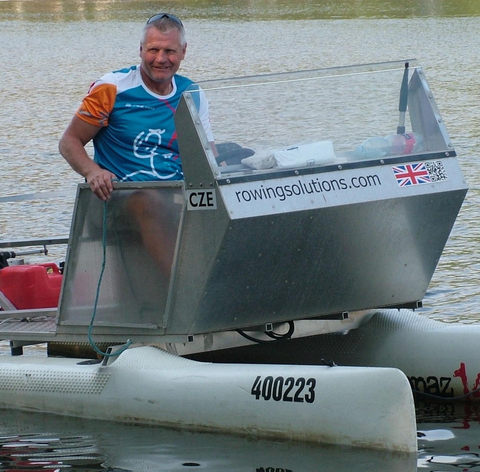 K profesi veslařského trenéra neodmyslitelně patří motorový člun.