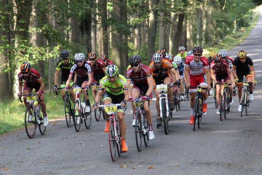 Čelní skupina závodu Tour de Brdy.