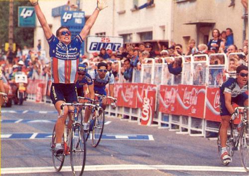 Armstrong vítězí v 8. etapě Tour 1993.