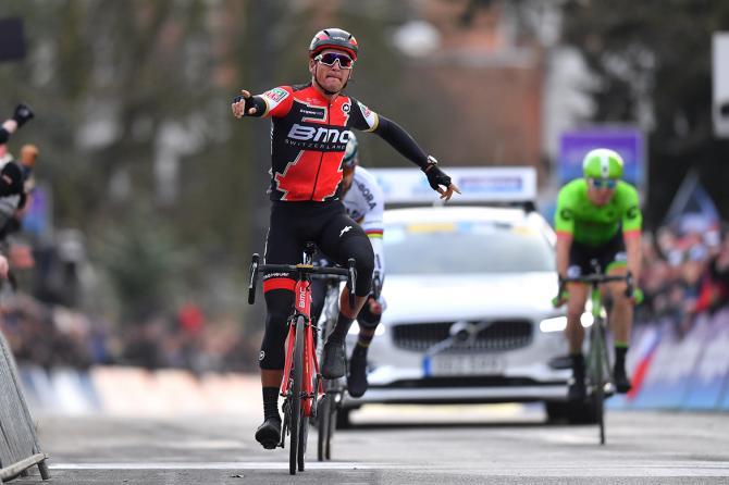 Greg Van Avermaet vítězí v 71. ročníku závodu Omloop.