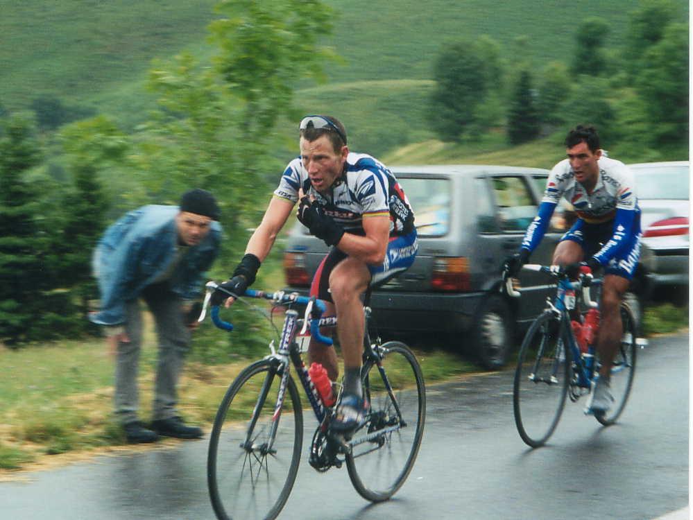 Lance Armstrong ve stoupání na Hautacam.