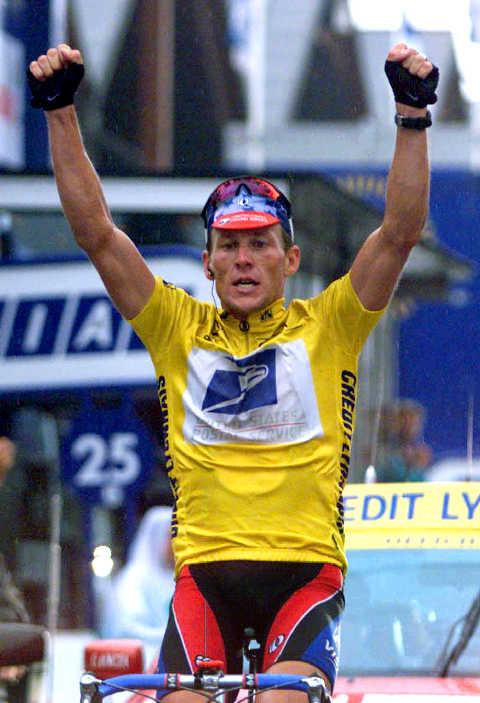 Armstrong v cíli na Sestriere.