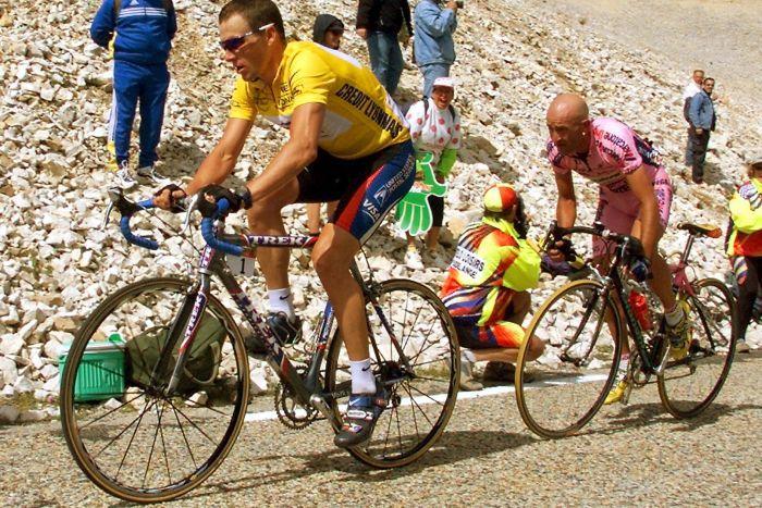 Armstrong a Pantani na Mont Ventoux 2000.