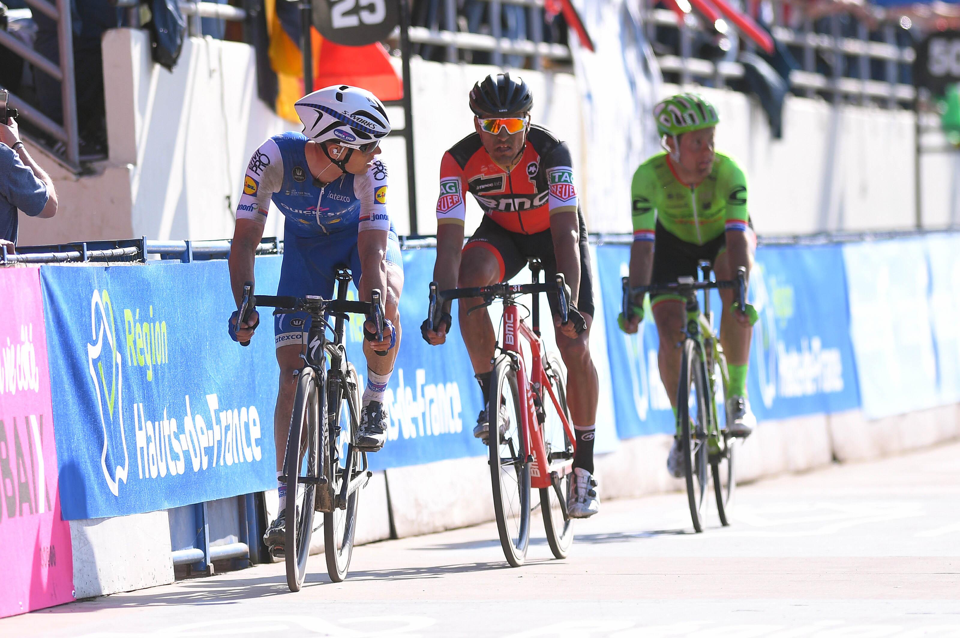 Závěr na velodromu v Roubaix.
