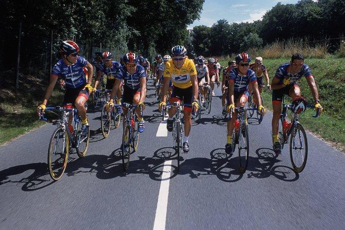 Lance Armstrong s týmem US Postal Service.
