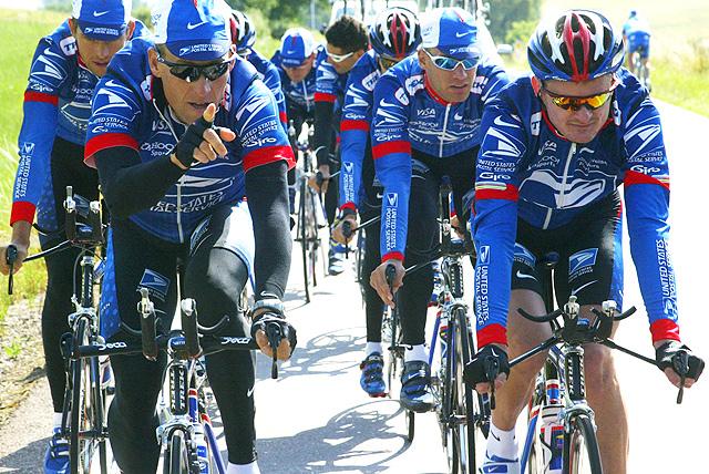 Armstrong s týmem.