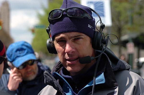 Frankie Andreu v roli televizního komentátora.
