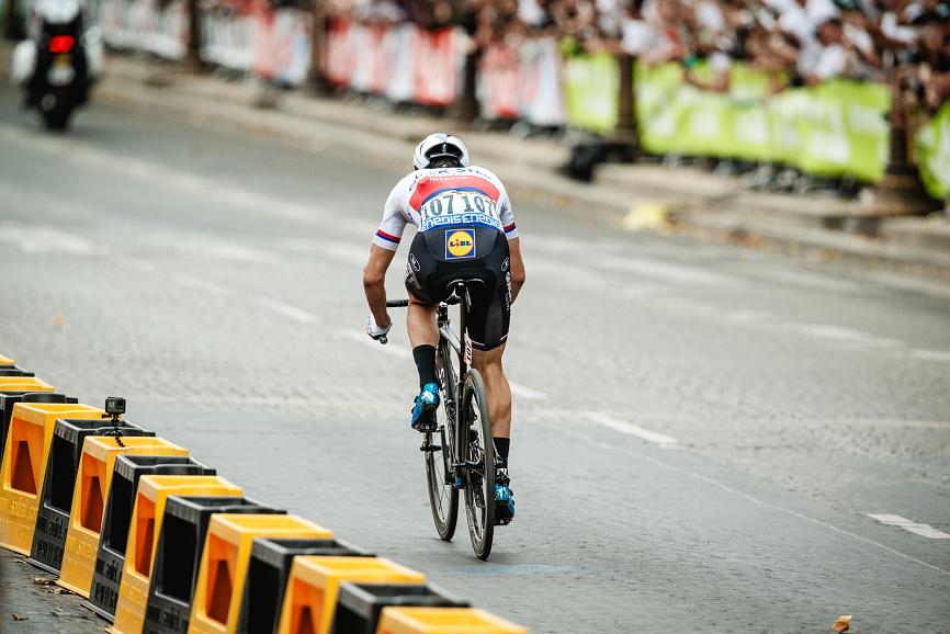 Zdeněk Štybar při úniku v poslední etapě Tour de France.