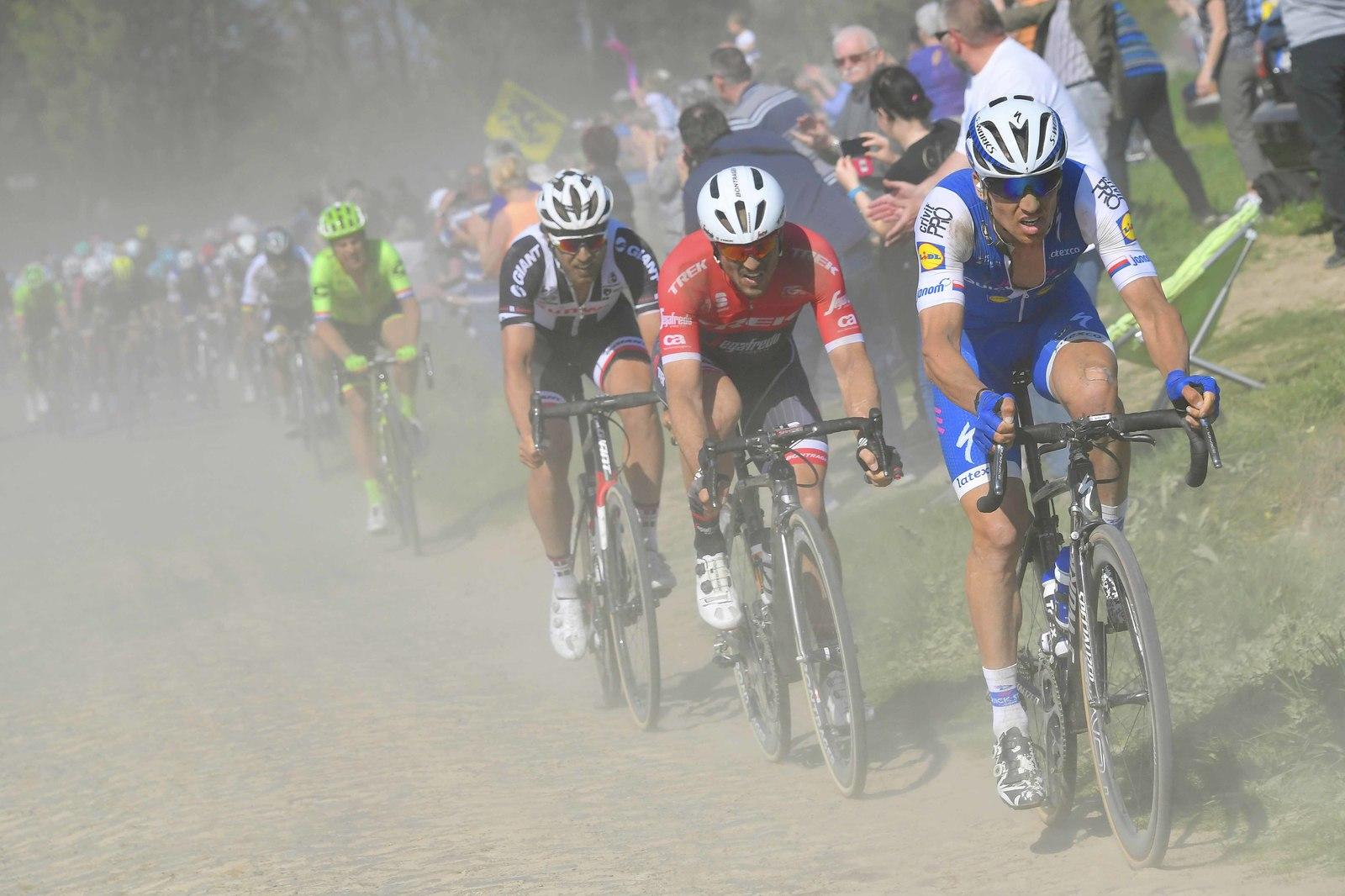 Zdeněk Štybar na čele při Paříž Roubaix.