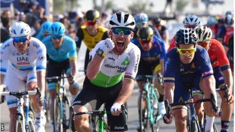 Cavendish vítězí ve spurtu 3. etapy Dubai Tour.