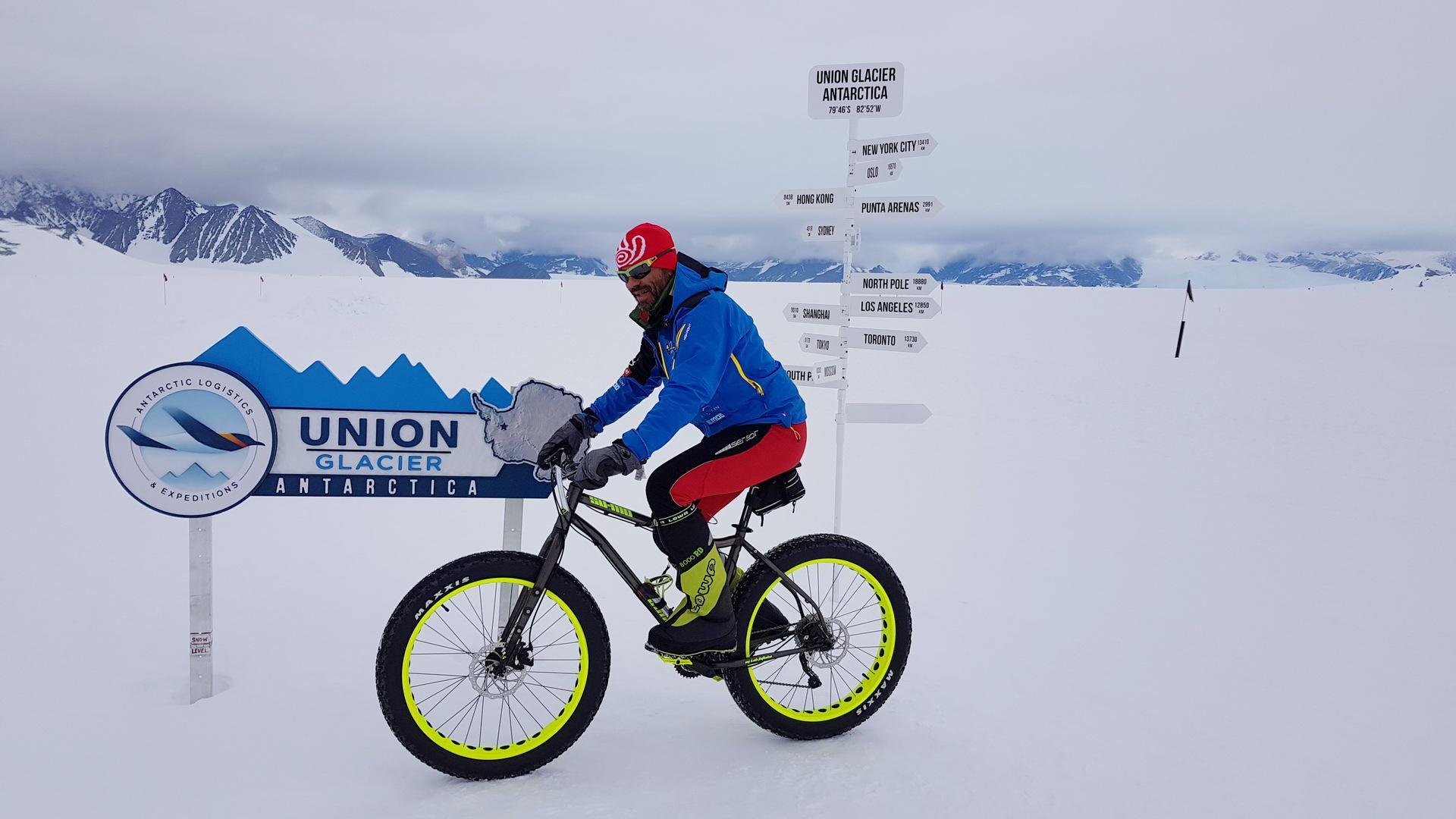Jaroš na snowbiku na Antarktidě.