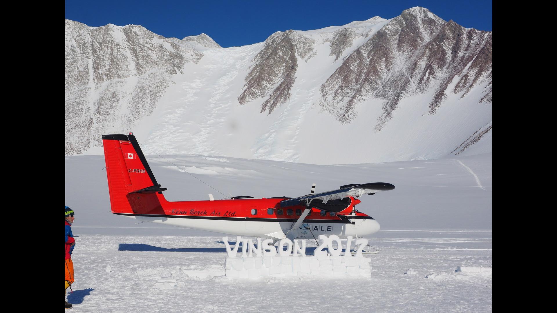 Malé letadlo na Antarktidě.